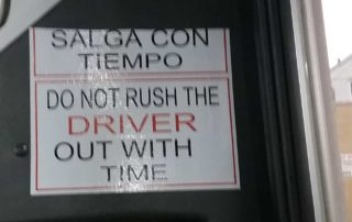 "Sign ""salga con tiempo/out with time"""