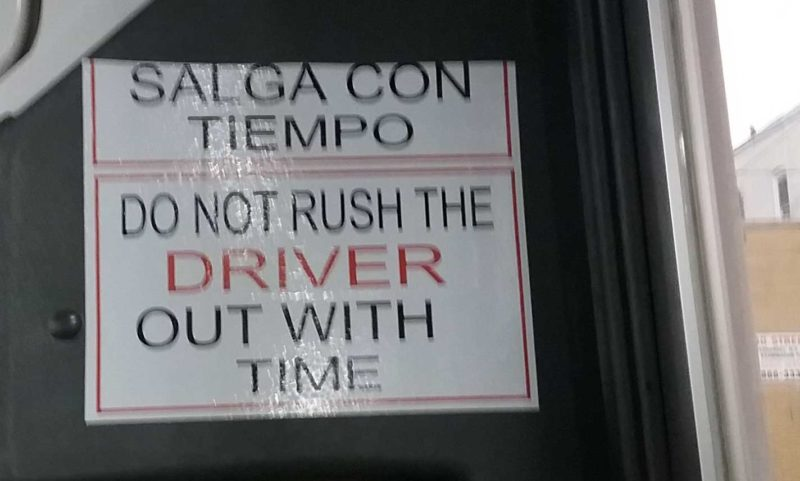 """Sign """"salga con tiempo/out with time"""""""